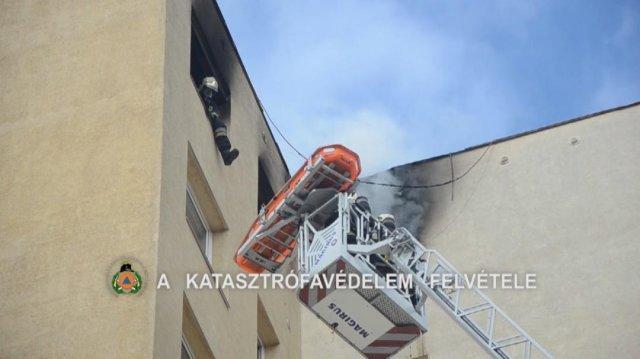 A 11. emeletről mentették a mozgássérültet