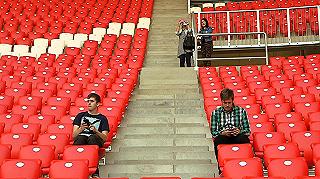 Miért épülnek a stadionok, ha konganak a lelátók?
