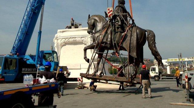 Mi a közös Sztálinban és Andrássy Gyula szobrában?