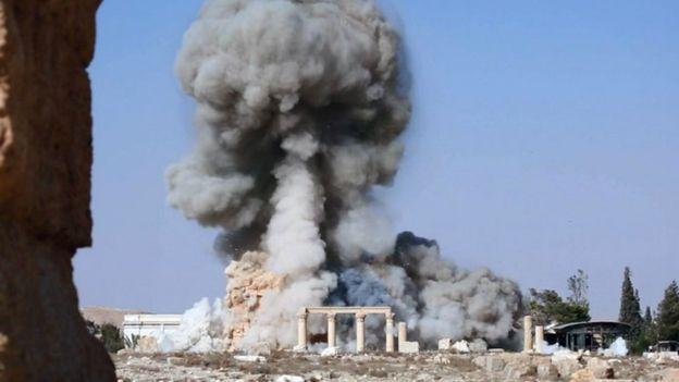 A szír hadsereg orosz gépekkel bombázza az ISIS által megszállt Palmürát