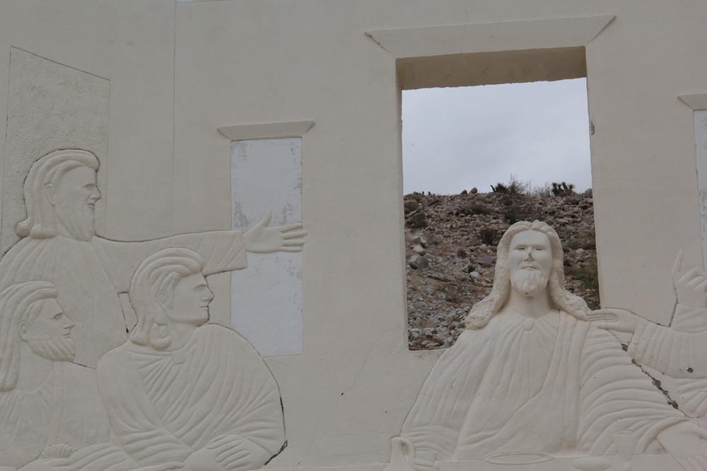 Kísérteties Krisztus-szobrok pusztulnak egy kaliforniai sivatagban