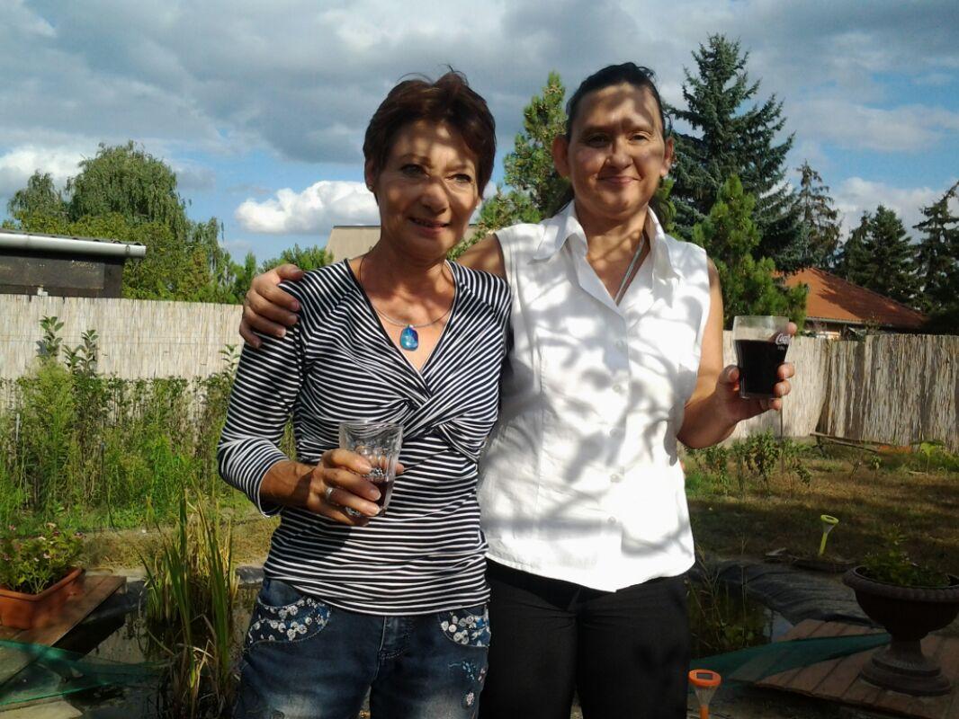 Már az első közös szülinapon is túl vannak az ikertestvérek, akik 53 év után találkoztak