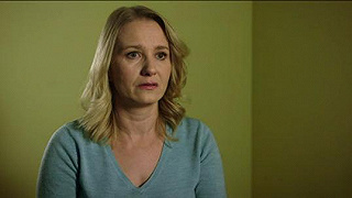 Az ügyvéd kegyetlen választás elé állítja a börtönben lévő Júliát