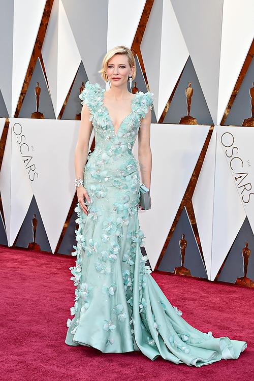 Az Oscar-gála legszebb ruhakölteményei  3a6c3728cc
