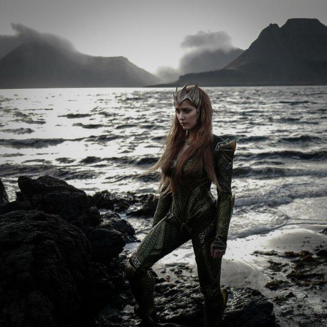 Nézd meg a dögös Amber Heard-öt  Aquaman nejeként!