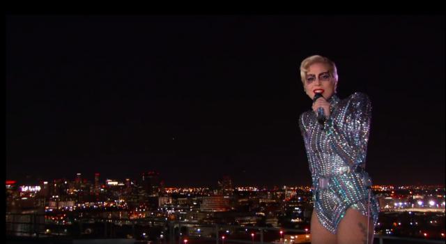 Lady Gaga hatalmasat zuhant a világ legnézettebb show-ján! – VIDEÓ!