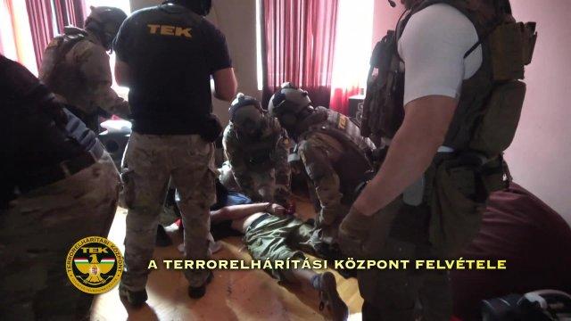 A lakókra fogott fegyvert egy férfi Budapesten
